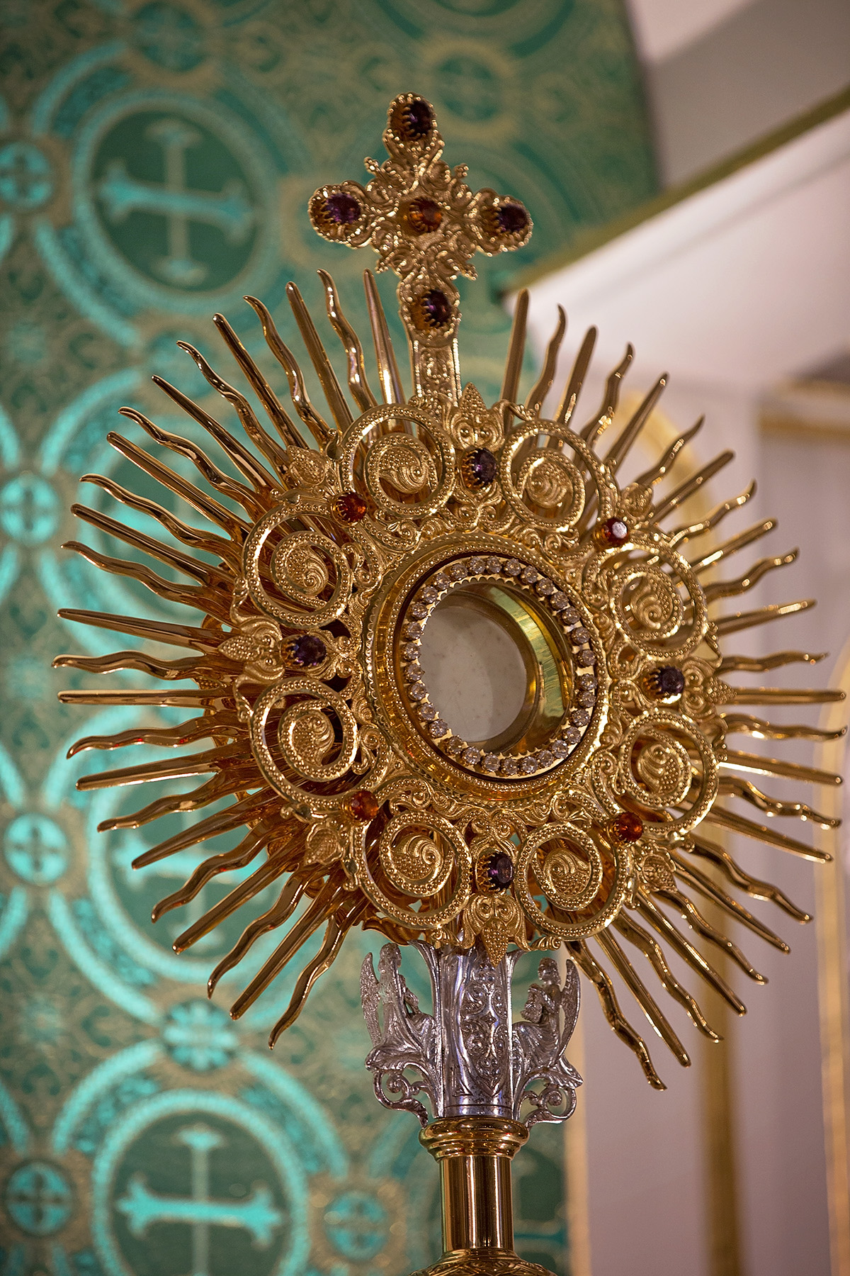 Monstrance at Incarnation of Our Lord Church. Photo courtesy of Erick Macek (www.erickmacek.com)